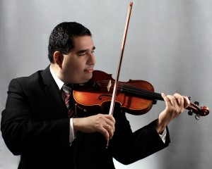 Violinist Rigo Murillo performing photo